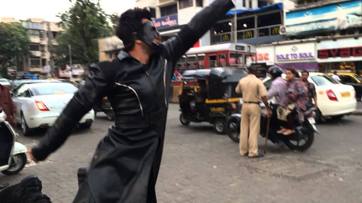 "Omg!!!!! That's our CRAZZY Ranveer !*___* The way he saying sorry to the policeman!! Awwwwe :"") !! Epic!! Bohat khub!!!   Ranveer's Bang Bang Dare - A tribute to Hrithik"