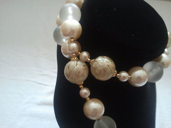 Vintage 1980's Cream and gold tone Made in Japan necklace