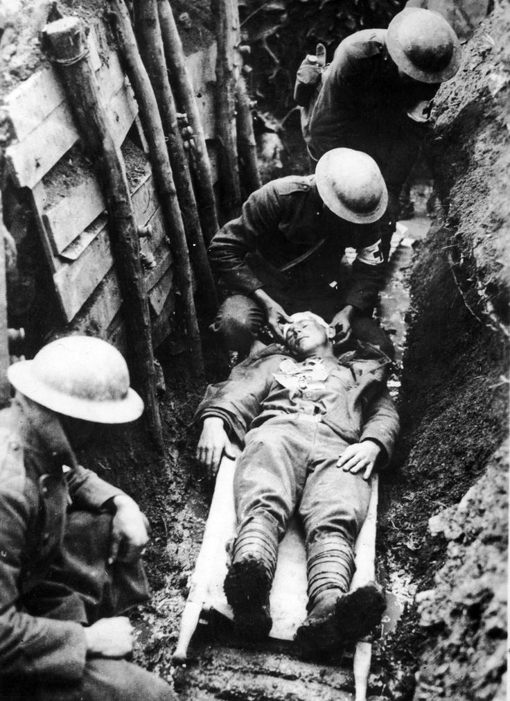 Soldiers of the American Medical Corps dressing the wounds of a soldier during the Marne-Reims offensive