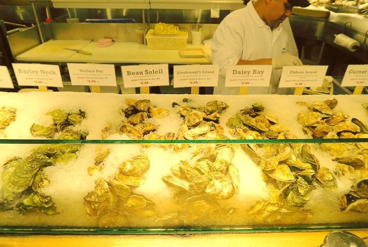 Oysters!  勝手に牡蠣祭り . . . #newyork #america #usa #nyc #ny #trip #travel #worldtraveler #chelseamarket #oysters #seafood #food #foodie