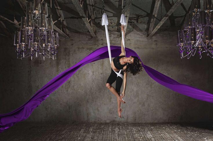 Йога в воздухе в России начала развиваться «не вширь, а вглубь». Практиковать асаны в подвешенном положении придумали еще древние йоги.