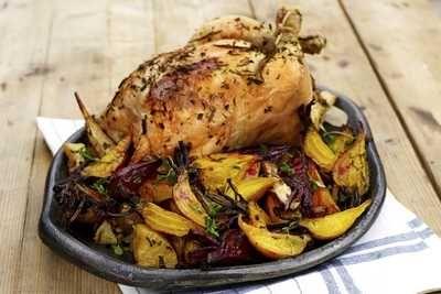 Helstekt kylling med rotgrønnsaker