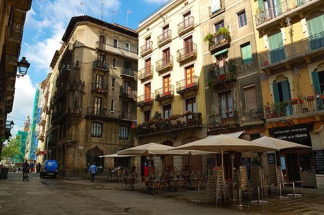 Plaça de les Olles, Barcelona  #elborne #lafabricadetomate #bisuteria #blue #day #nice #stone #barcelona #presents