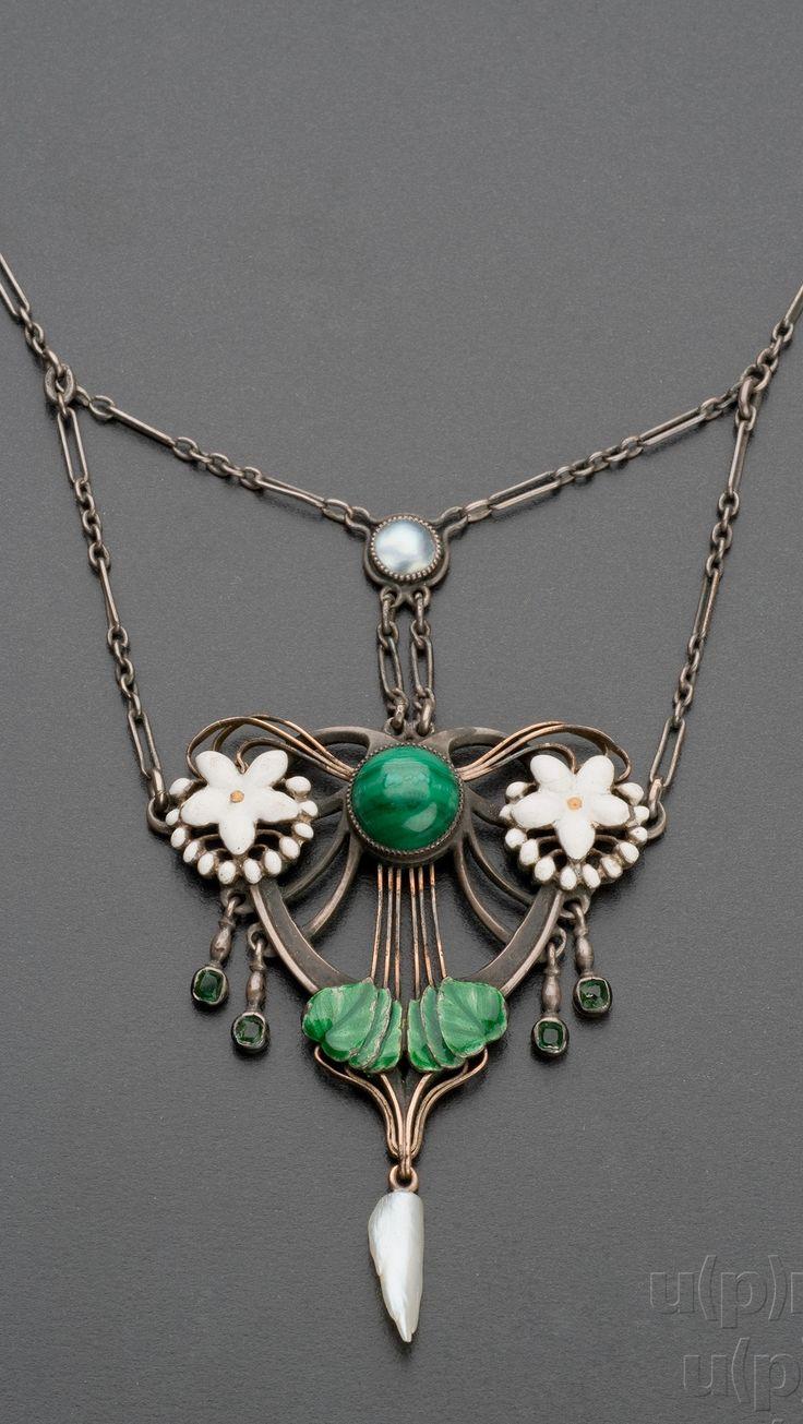 An Art Nouveau pendant necklace, Bohemia, after 1900.
