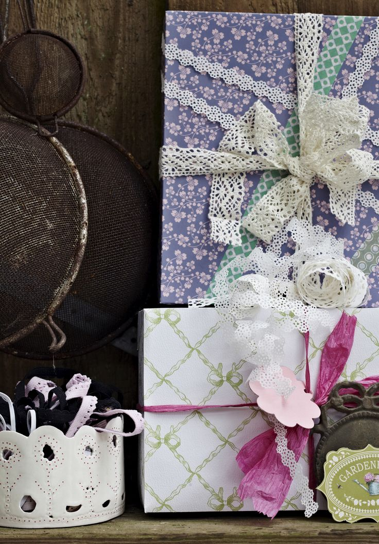 Siden 1929 har den anden søndag i maj været dedikeret vores alle sammens mødre. Her får du en håndfuld fine og personlige mors dags-gaver, som du nemt kan lave selv!
