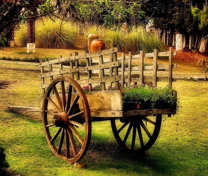 19 best images about wagons on pinterest for Things to do with old wagon wheels