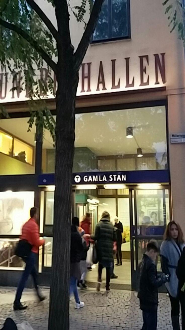 Turvallisuus julkisissa kulkuvälineissä, myös ulkomailla kuten tässä Tukholmassa.