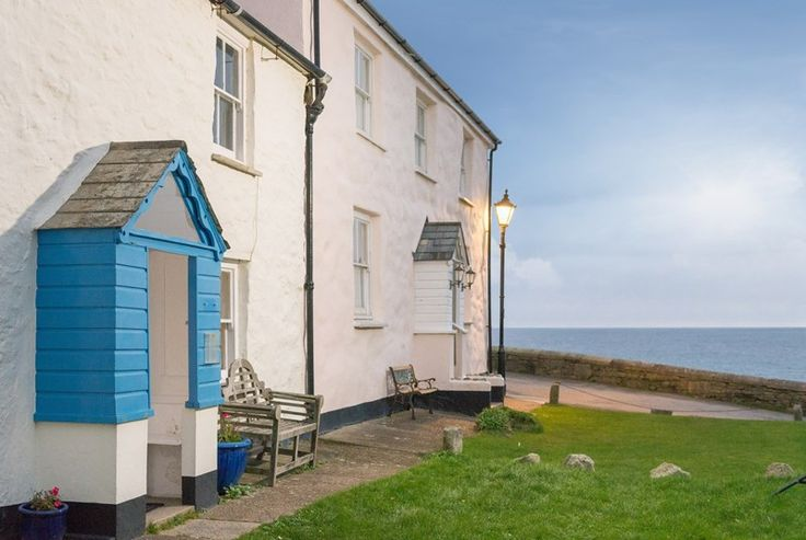 Stay in Verity Poldark's on-screen home - now a beautiful holiday cottage overlooking the tallships in Charlestown Harbour. #cornwall #poldark #holidaycottage #harbour