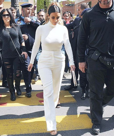 Kim Kardashian with Rob Kardashian cut out