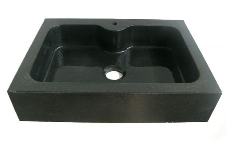Lavello cucina in granito Nero Assoluto ad una vasca, testa dritta e fondo inclinato.