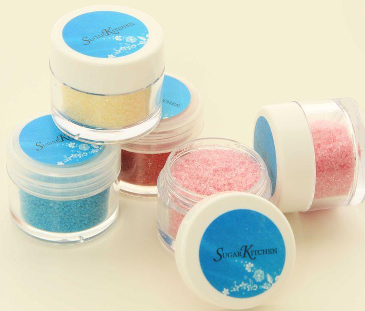 """Får vi lov att presentera: SugarKitchens egna ätbara glitter!  Vi har nu tagit fram en egen """"serie"""" med ätbart glitter att dekorera alla bakverk med. Tårta, cupcakes, sockerblommor... ja, allt ni kan tänkar er!  Först ut är dessa 4 färger: Blå, rosa, gult och rött. Vi kommer inom kort att utöka med ytterligare färger i denna modellen, samt med läckra glitterflakes. #ätbartglitter #nyheter #ätbardekor #homeparty #bokavisning #blikonsulent"""