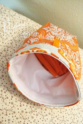 Very detailed tutorial on a reusable snack bag. It's machine washable and can stand upright. This is a great idea for packing snacks, and I like that it has a velcro at the opening.