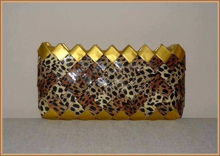 Φάκελος leopard-χρυσό. Διαστάσεις: 29εκ.(μήκος)Χ15εκ.(ύψος).