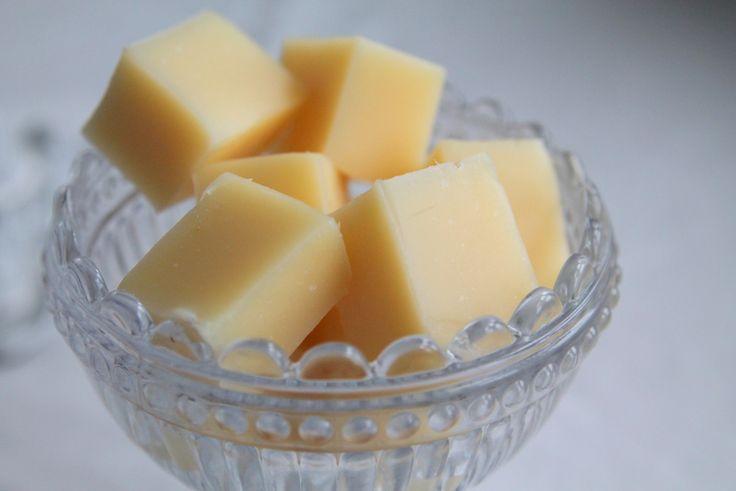 Tihi… Måste nästan varna er nu för världens godaste citronkola! Och jag är löjligt förtjust i...