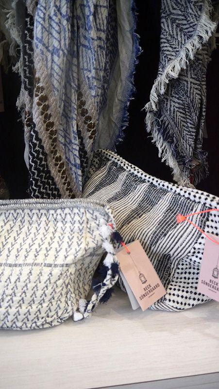 Dänemark bei dir Zuhause :) Mit Becksöndergaard bist du nicht nur International ganz vorne mit dabei, sondern trägst auch die skandinavische Leichtigkeit ganz nah bei dir. Gute Reise: lilu117.com #lilu117 #becksondergaard #accessoires #hut #schal #shoppingqueen #trendsetter #fashion #mode #trend #ottensen #hamburg #denmark #modedesign #portemonaie #leder #geldbörse #farben #musthave
