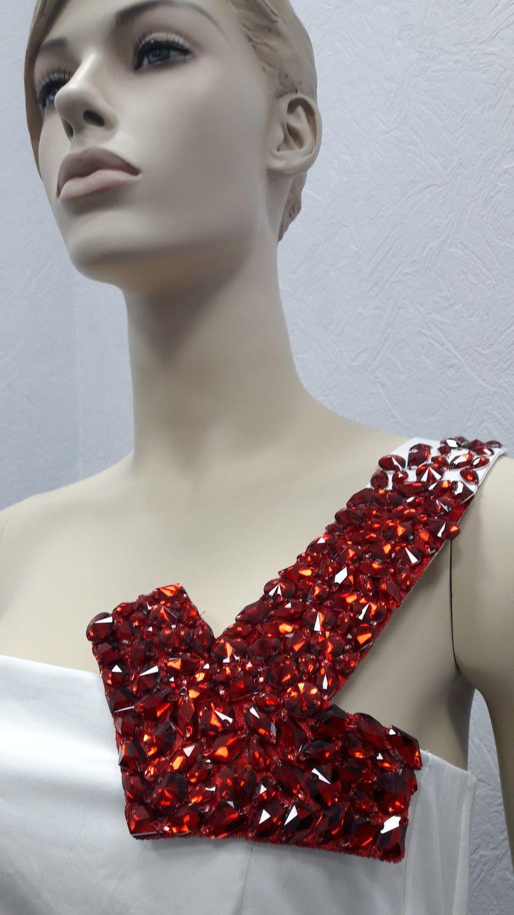 Вышивка бисером.камнями акрил.декор от кутюр.красная стрела белое платье