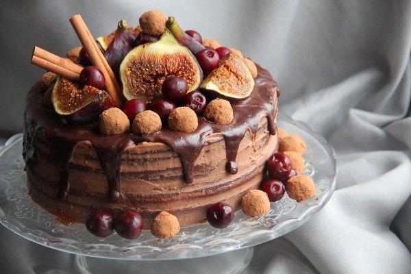 """Долго я вас мариновала с этим тортиком, долго собиралась попробовать такой бисквит. Очень хотелось """"переплюнуть"""" всем так полюбившийся бисквит на горячем молоке.…"""