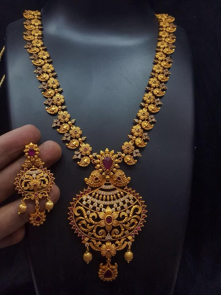 Code Temple1078. Beautiful necklace with mango motif design. Necklace with huge patakam in kalasam design. Necklace with mango alternate with flower design. Necklace studded with multi color stones.Price 2650 rs free shipping allover india .Whatasp +91 9908278128 or +91 8754415299 to order 21 December 2017