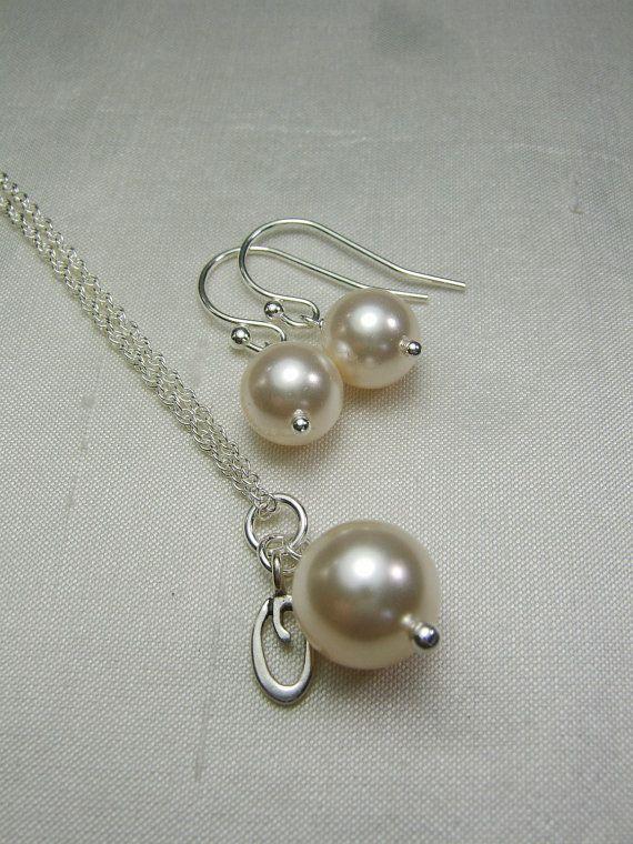 Pearl Bridesmaid Necklace Pearl Bridal por MesmericJewelry en Etsy
