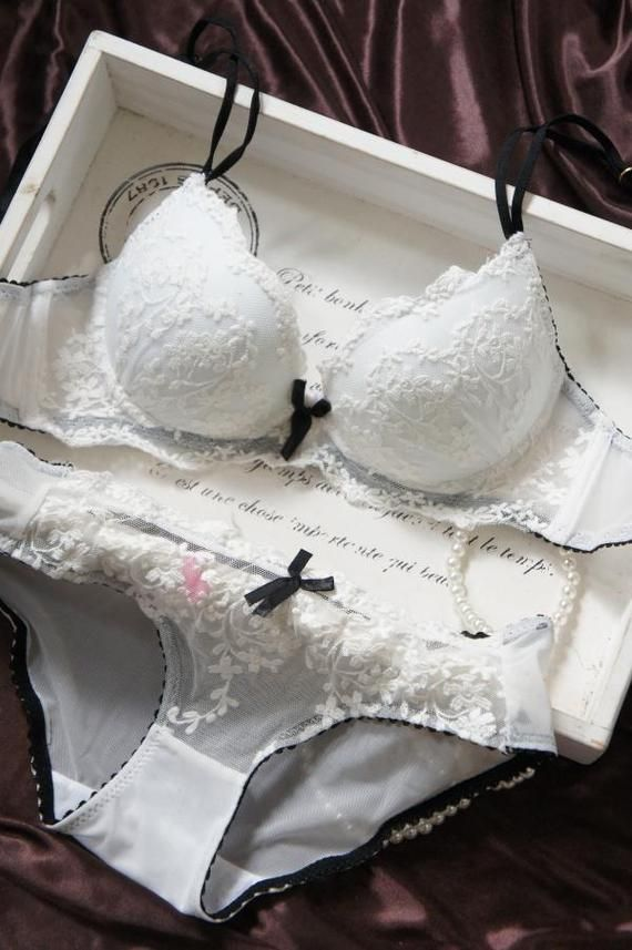 French luxury thin section European and American style deep V sexy white lace bra set gather Ladies Underwear