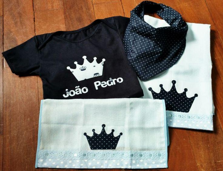 Lindo kit personalizado Body manga curta de algodão  Babador bandana em tricoline Fraldas Cremer com aplique e barrado em tricoline