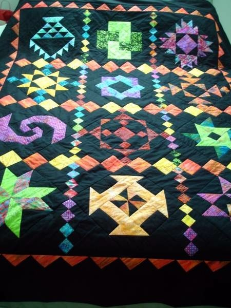 BLACK AND BATIK: Quilts Mi Therapy, Quilts Sampler Row, Quilts Inspiration, Rolls Quilts, Beds Quilts, Sampler Quilts, Black Quilts, Quilts Ii