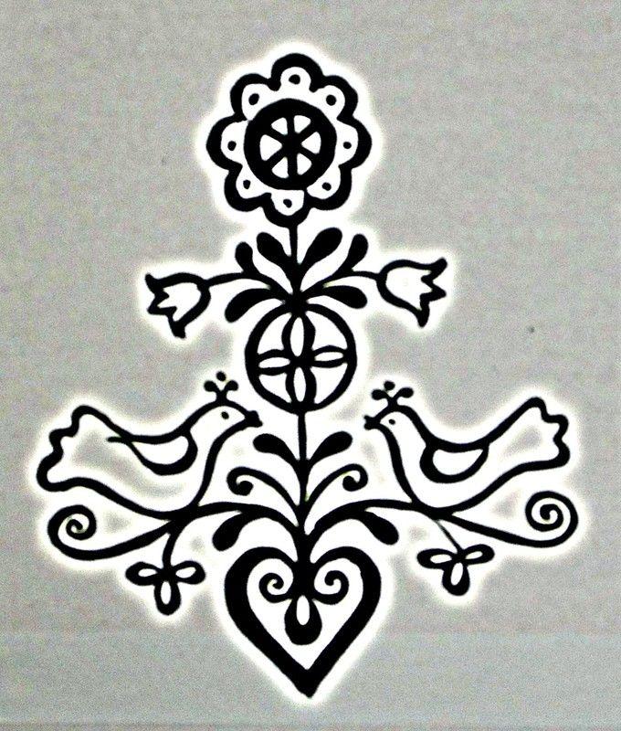 Posvätný pár. Kríž býva často obklopený dvojicou, buď silových zvierat (hadov, jeleňov, holubíc, havranov, levov, drakov), duchov (anjelov), alebo párom svetiel, hviezd, slnka a mesiaca. Zrejme pôvodne išlo o spojenie mužskej a ženskej podstaty v strede sveta, aj keď pod vplyvom cirkevného patriarchátu a potláčania ženskej podstaty sú zvieratá už dnes zväčša obe mužské. Posvätným zväzkom doplnenia protikladov vzniká nový život: tu pramení božská tvorivá sila.