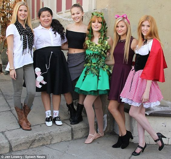 The gang's all here: @4CastisSunshine, Raini Rodriguez, Kelly Berglund, @bellathorne @Olivia_Holt and Katherine: