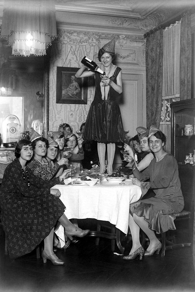 vintage everyday: 36 Fantastic Vintage Photos of Show Young Americans Greeting The New Year