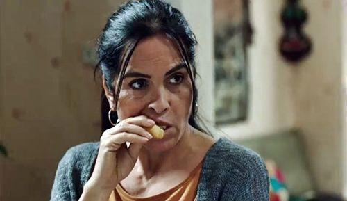 Paramparça'nın Keriman'ı paraya tapan bir kadın. Keriman'ı canlandıran Nursel Köse, her hafta gösterdiği performans ile bu dönemin 'fenomen kötüsü' olma yolunda hızla ilerliyor.