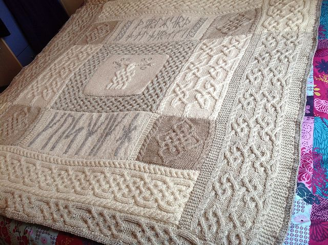 Hollyknit1 | G's Viking Knotwork Blanket