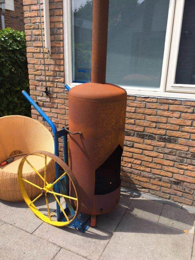 laskar met vuurketel lekker genieten van een knapperend haardvuur met deze mobiele tuin kachel voor het ultieme buitenleven in de stadstuin ontwerp van Elsäcker Tuin