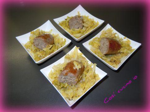 bocconcini di salsiccia su lettino di verze sofegae