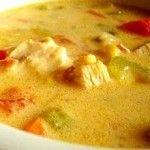 Sopa de Frango com Macarrão Parafuso é uma receita bem fácil para as noites mais frias. Uma sopa leve e pouco calórica, mas cheia de sabor. Uma sopa de frango feita com cenoura, chuchu e batata; temperada com salsa e aipo...
