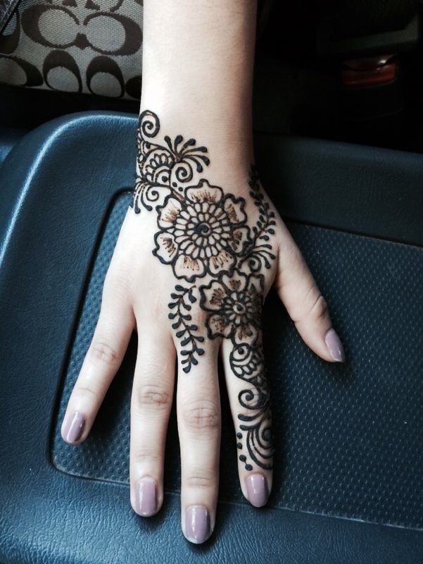 Elegant Henna Designs: A Beautiful And Elegant Flower Henna Design! I Love How It