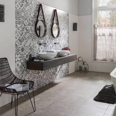 La pared donde se sitúa el lavabo es otra de las preferidas para la colocación de las Baldosas Hidráulicas #TendenciasenBaño2016