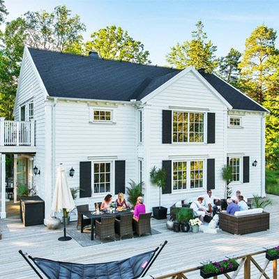 """Se fler bilder ifrån huset New England hus A2791 """"Inspirerad av amerikansk pampighet, antikens ideal och Villa Villekulla har hockeyspelaren"""