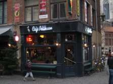 """Café Pelikaan is a real  """"bruin kroeg"""" in Antwerp."""