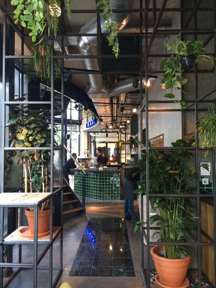 Nieuw geopend in Rotterdam: Weena! Geniet van heerlijke Man met Bril koffie en vers belegde broodjes.