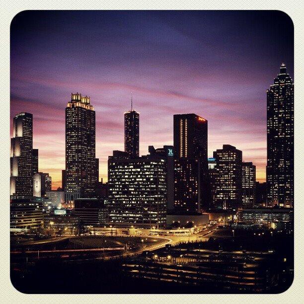 Johannesburgo ciudad de noche //Johannesburg City at night... C'est tres belle...
