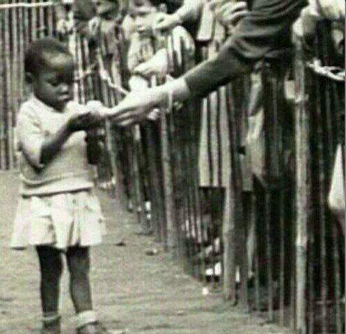 Bir dönem Avrupa ve Amerika'da 'Human Zoo' denilen Afrikalıların hayvan gibi sergilendiği yerler vardı...