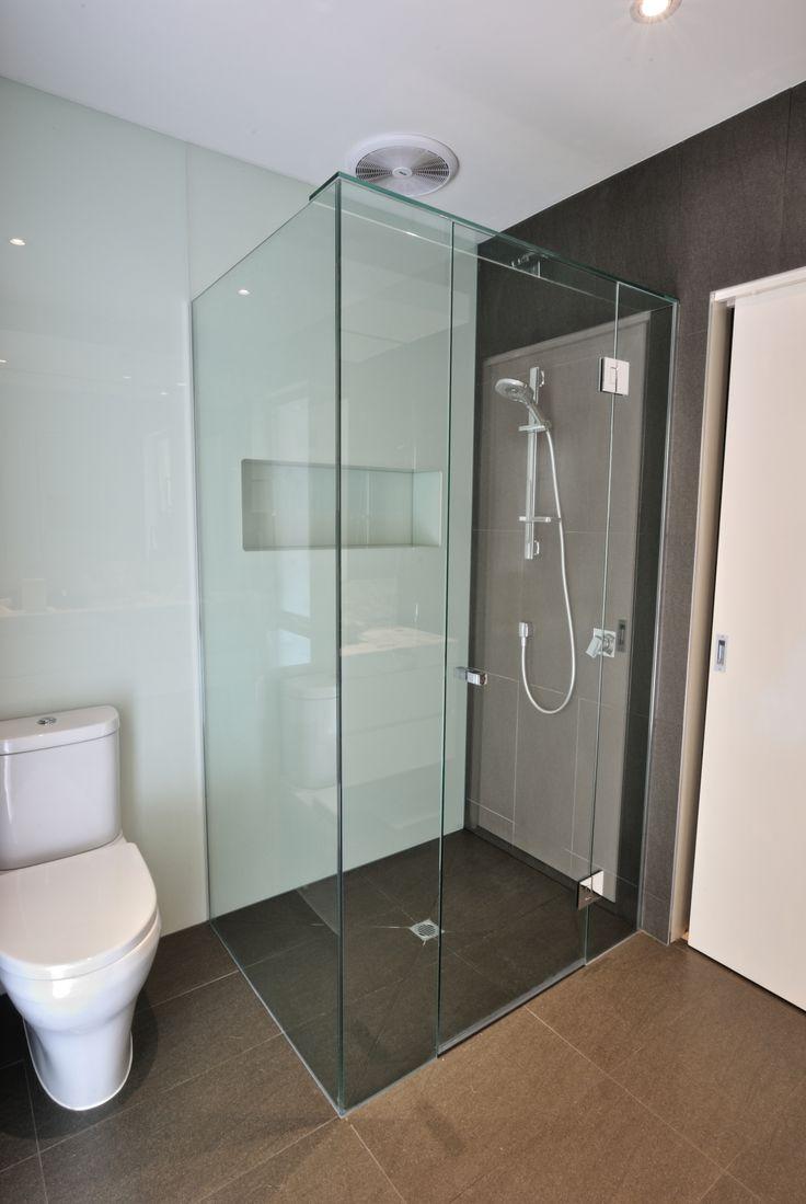 10mm frameless showerscreen goes well with the floor to celing glass splashback!