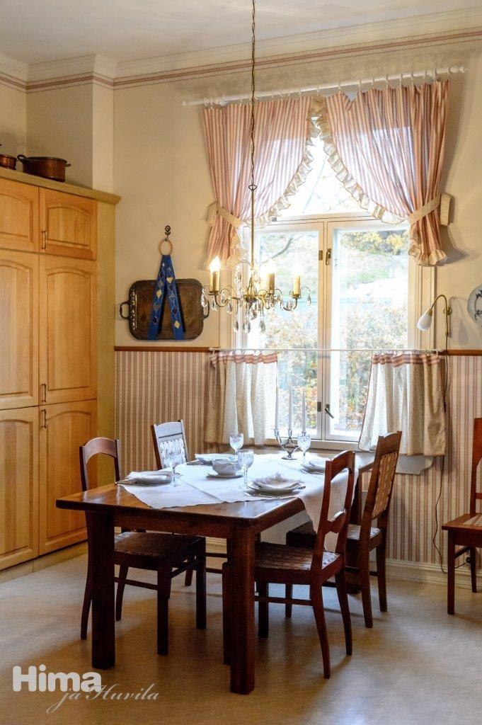 Renovated apartment in historical wooden house. Rantakatu 1 #himajahuvila