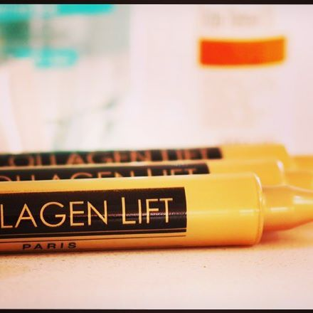 Collagen drink that is clinically proven to reduce wrinkles by up to 50%, improves skin elasticity and hydration.  Collageendrankje dat klinisch bewezen rimpels tot 50% vermindert en de elasticiteit en hydratatie van de huid verbetert.  SOON AVAILABLE ONLINE!  #collagenliftparis #collagenlifteurope #collagen #drinkablecollagen #collagendrink #beautydrink #beautyfrominsideout #cosmetics #skincare #reducewrinkles #hydration #skinelasticity #nobotox