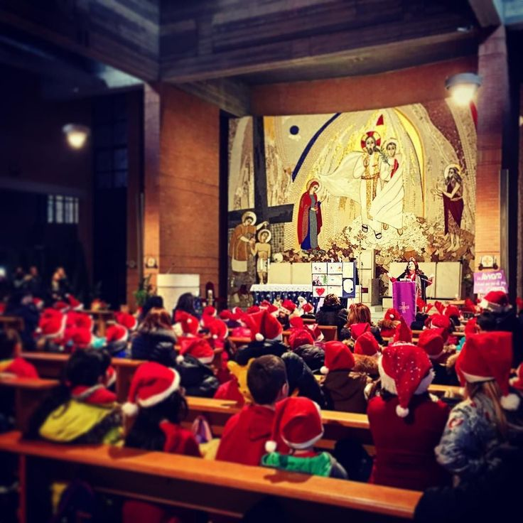 Cappellini rossi che intonano cori di Natale.  . . . #christmas #church #natale #chiesa #childrens #bambini #cappellinorosso #corodinatale #christmasiscoming #christmasiscoming #christmasshopping #natale2016 #natalestaarrivando #spiritonatalizio #christmassongs #christmaschorus #choral #kids #igersroma #ig_roma #igersitalia #ig_italia #ig_italy #igers #selfie #merrychristmas #christmasvibes #ig_lazio #igerslazio