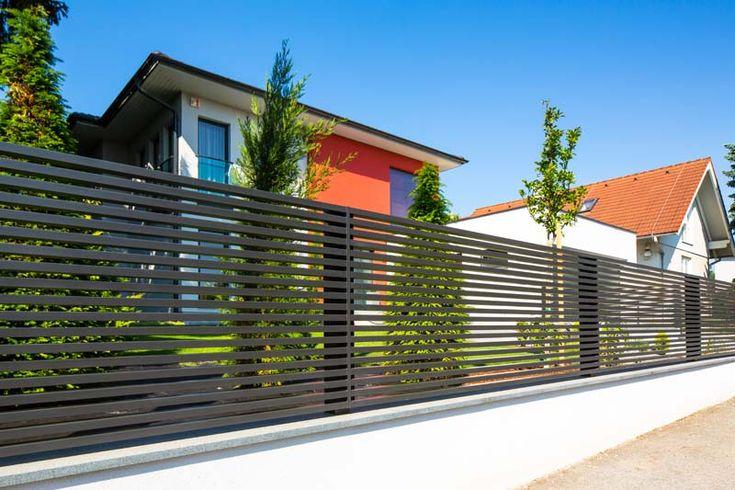 die besten 25 aluminium zaun ideen auf pinterest pool zaun metallzaun platten und pool gartenbau. Black Bedroom Furniture Sets. Home Design Ideas