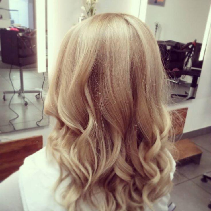 Wszystko o blond koloryzacji włosów - przykładowe prace fryzjerów pracujących w naszym salonie fryzjerskim, porady i rodzaje farbowań - http://skaczmarzyk.pl/blog/20-blond-koloryzacja-wlosow