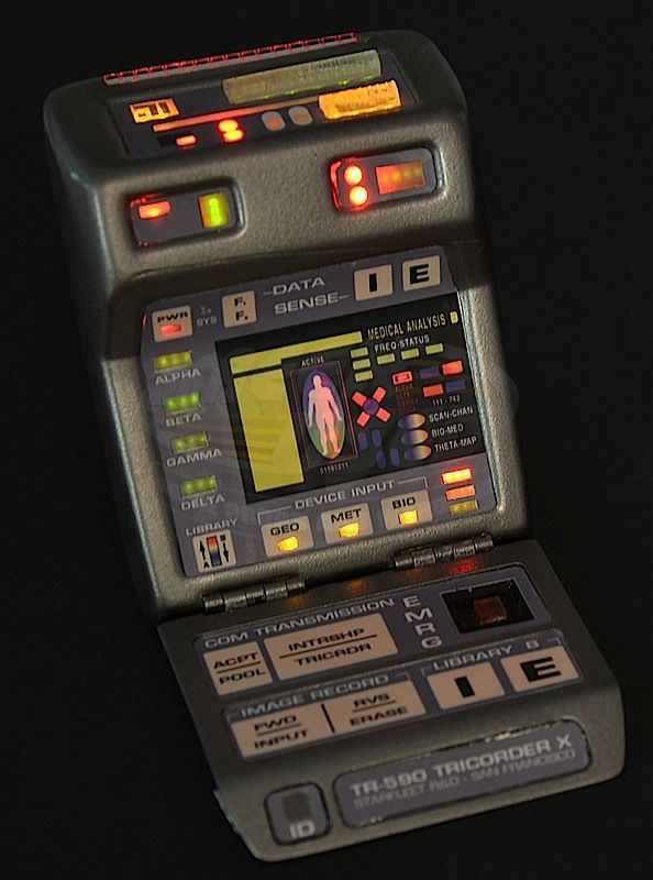Star Trek: Insurrection / Data's Hero Light Up Tricorder (Brent Spiner)