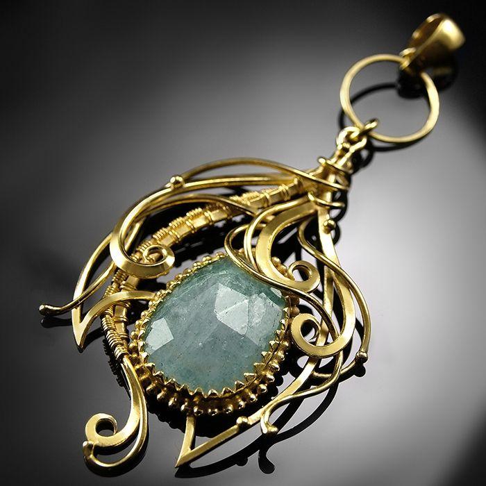 Quilla - baśniowy pozłacany srebrny wisiorek z akwamarynem, wykonany ręcznie / CIBA / Biżuteria / Wisiory