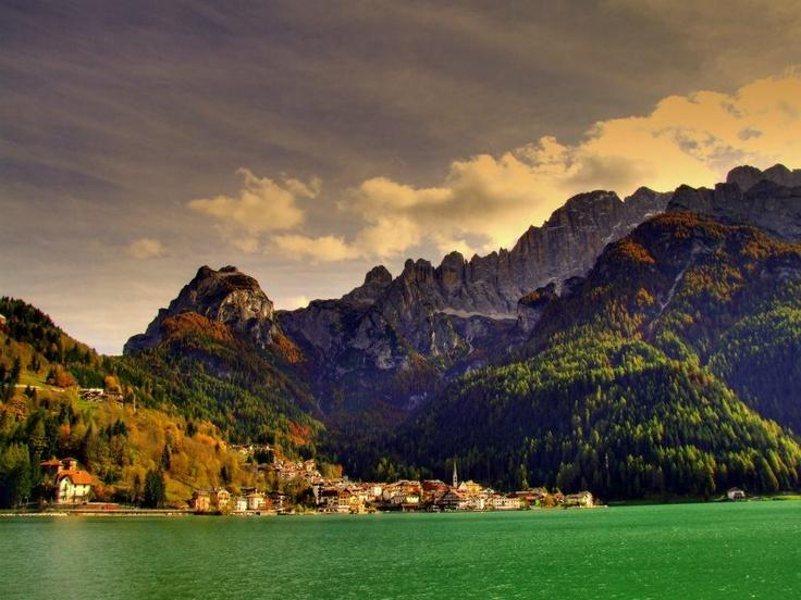 DOLOMITI, ITALIA. Alleghe